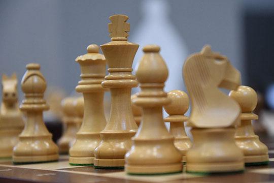 «Гроссмейстерские ничьи бывают часто. Если соперники уже добились своей цели и обоих устраивает такой результат. Они договариваются, делают обязательное количество ходов и жмут друг другу руки»