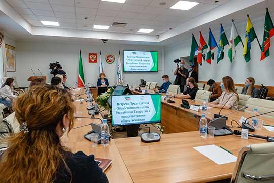 Сегодня гостями председателя Общественной палаты РТЗили Валеевойстали блогеры совсей республики. Татарстан стал первым вРоссии, кто приглашает блогеров вмобильные группы избирателей