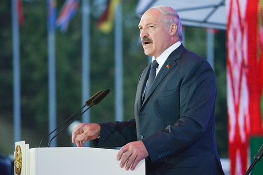 Пусть Лукашенко инетакой оратор как Кастро, нооннеиспугался народа, оннестал прятаться отнего, подобно Януковичу— онпошел назаводы, где его поначалу освистали, онсобрал митинг своих сторонников
