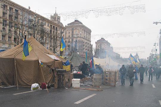 Чтобы отчаявшиеся европейские страны непотянулись кевразийскому центру, следовало Белоруссию оторвать отСоюзного государства ипогрузить вобщую европейскую атмосферу. Что доУкраины, тоона к2015 году уже погрузилась вхаос