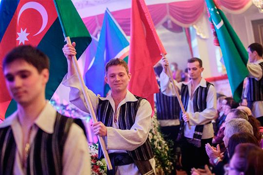 Татарские общины недолжны просить денег уТатарстана, адолжны учиться зарабатывать сами, выстраивать свою систему. Вомногих регионах это уже есть