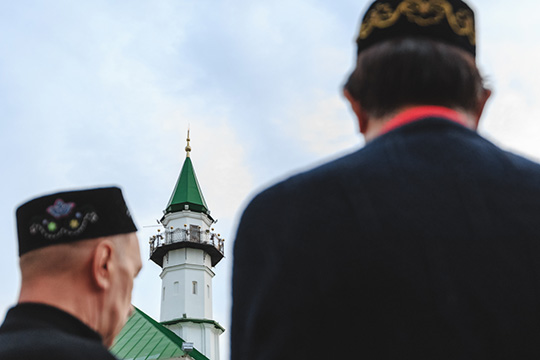 Если мыпосмотрим: когда татары начинали, когда купечество стало финансировать гуманитарные проекты, джадидские школы. Это было первое поколение людей, которые пришли изсела, заработали денег, стали купцами сбогатыми доходами. Они построили мечети
