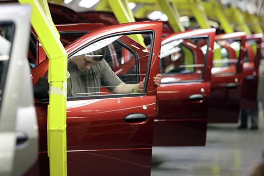 Французский бестселлер Sandero тоже держался бодрячком, потеряв всего ничего 52 регистрации, снизившись до 1199 проданных авто