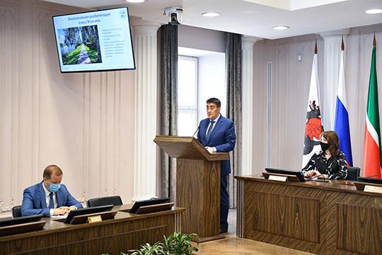 По словам Тимура Алибаева, к началу осени по программе «Наш двор» отремонтировали 28 дворов 79 многоквартирных домов, создали 734 парковочных места, завершают монтаж детских площадок