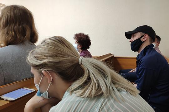 Еще один призывник — Динар Ягфаров (в маске справа) — обратился к Мухарлямову в августе 2015 года. Тогда расценки уже подросли до 140 тыс, из которых 50 тыс запросил Равилов