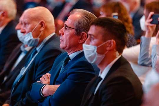 Альберт Гильмутдиноврассказал, какКНИТУ-КАИ принимает участие вподготовке кадров для промышленной сферы. Нерешенной проблемой остается вопрос дополнительного профобразования