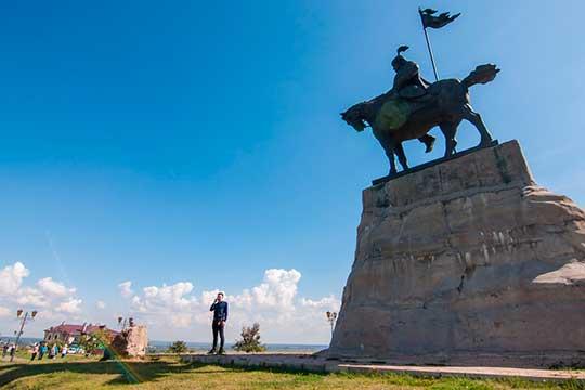Наследие Гафурова: как эмир Ибрагим стал соседом Барышева подаче