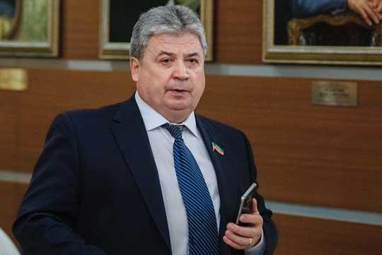 Решать вопрос пришлось следующему и теперь уже бывшему главе Елабужского муниципального района Геннадию Емельянову, к которому и пришли строители с просьбой выкупить мост