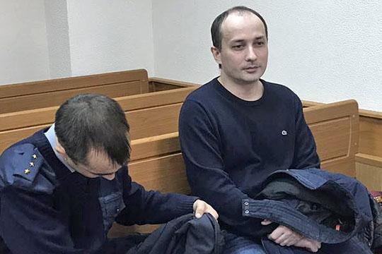 Зульфия Аипова также говорила (правда без указания временного промежутка), что председателем кредитного комитета был Роберт Мусин, его заменял первый зампред Рамиль Насыров (справа)