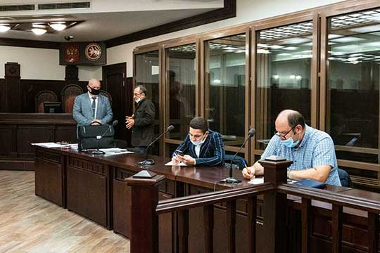Все утро провели сегодня встенах Верховного суда РТадвокаты осужденных потак называемомуделу «лизинг-грантоедов», ожидая старта процесса