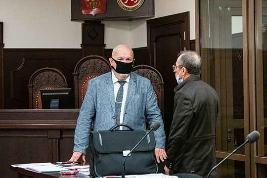 Помнению Павла Мазуренко (слева), решение ВСРТможет растянуть рассмотрение дела вапелляции еще намесяц. Адвокат надеется, что Вахитовский суд всеже рассмотрит ихходатайство опереводе Халиуллина под домашний арест