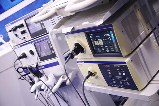 Перемены, которые происходят вмедицине, стольже масштабные, иглавное, эффективные. Возможно потому, что вТатарстане раньше, чем где-либо поняли: высокотехнологичная медицина, клиники, оснащенные попоследнему слову техники— все это необходимо