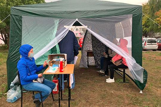 Временные избирательные участки в Набережных Челнах исправно заработали в палатки во дворах с 8.00
