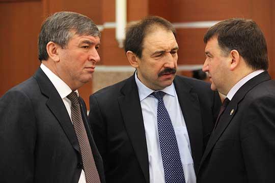 Алексей Песошин (в центре), якобы, дал ответ — продолжить работу готов. Рафис Хабибуллин (слева) находится в непростом положении, а Ленар Сафин (справа) с высокой долей вероятности уедет в Совет Федерации