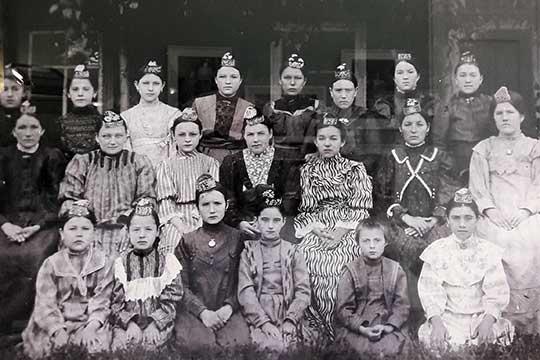Ученицы татарской женской школы Фатихи Аитовой конца XIX века