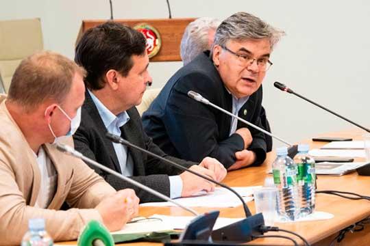 Искандер Гилязов (справа): «Для нашего института там не так уж много всего, речь идет прежде всего о поддержки проекта Татарской энциклопедии»