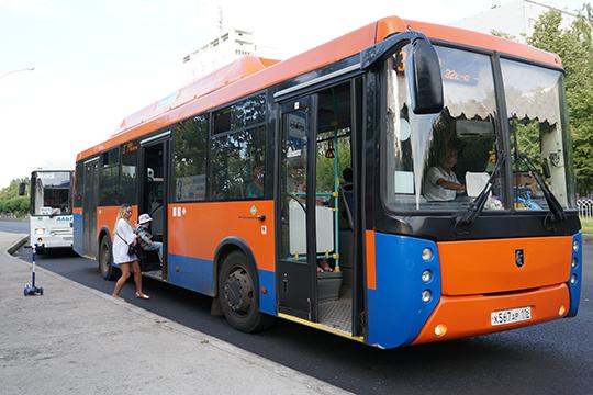 Главный провал команды мэра — транспортная реформа, которую еще долго будут ему припоминать. Автобусы НЕФАЗ в Челнах так и не прижились, хотя и имели своего нечастого пассажира