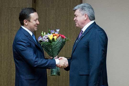 23 сентября 2015 года Наиль Магдеев получил официально статус мэра Челнов. Ильдар Халиков (слева) охарактеризовал Магдеева так: «Можно смело назвать его «челнинским бронепоездом» во всех кабинетах Казани»