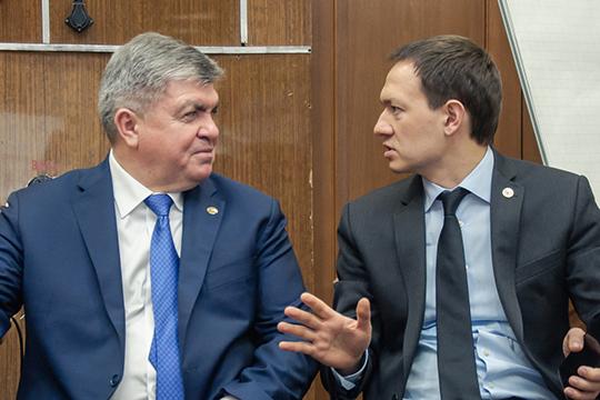 За то, что климат для местных бизнесменов далек от комфортного, мэра неоднократно упрекал и бывший бизнес-омбудсмен Тимур Нагуманов (справа) и президент Рустам Минниханов