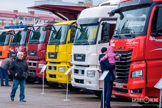 Выручка КАМАЗа от производства и реализации грузовиков подскочила на 14% или на 9,7 млрд до 78,8 млрд рублей. А вот доходы ОАТ упали на 31% или на 2,6 млрд до 5,9 млрд «деревянных»