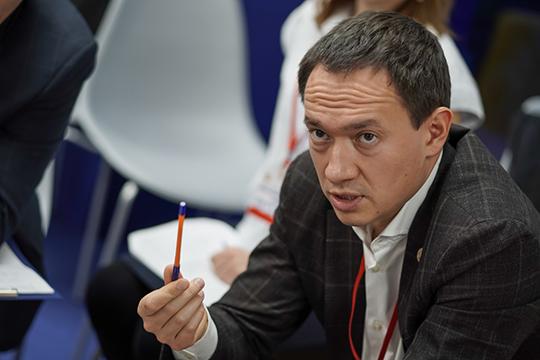 Мэр АльметьевскаТимур Нагуманов, возглавляющий партийный список, всвою команду набрал восновном врачей ипедагогов