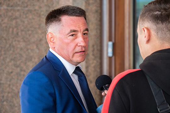 Судя порезультатам голосования, Нуриеву удалось полюбовно договориться иразделить округа между собой исовладельцем «Эссен Продакшн АГ»Леонидом Барышевым (на фото)