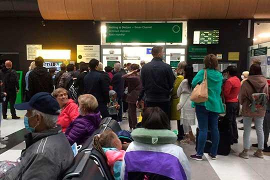 Накануне ночью очередь из желающих вылететь натурецкий отдых образовалась вмеждународном аэропорту «Казань»