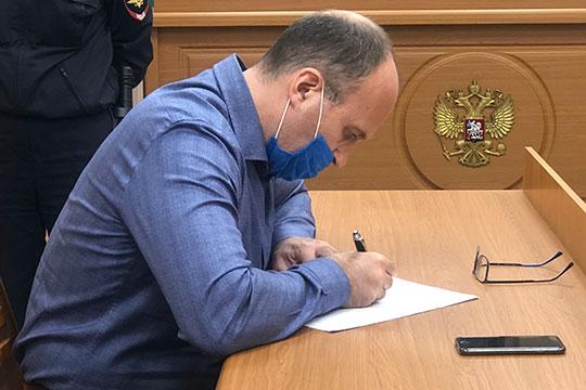 Вслед за Насибуллиным арест продлили и Ленуру Зиннатуллину, шефу ОДС и экс-главе «Татагролизинга». Его адвокат Дмитрий Усков также просил об изменении меры пресечения