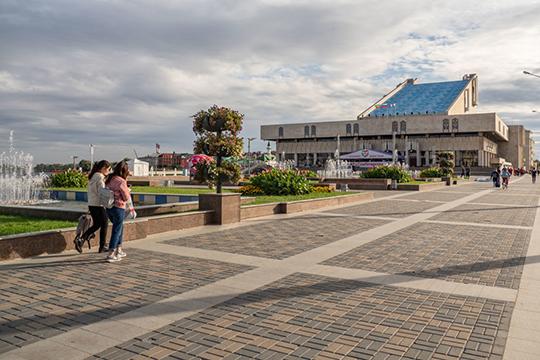 В республике работает 16 государственных театров, из которых 9 — татарские, чем не может похвастаться ни один национальный регион России
