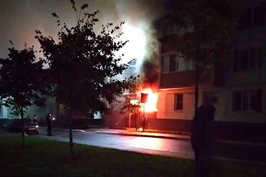 «Горела кухня квартиры наплощади 10 кв. метров напервом этаже трехэтажного жилого дома. 7 человек вышли самостоятельно. Ксожалению, обнаружены тела двух погибших»