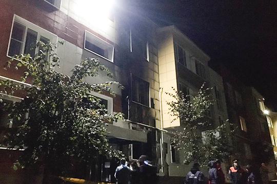 По предварительной версии МЧС, причиной пожара стало нарушение правил технической эксплуатации электрооборудования