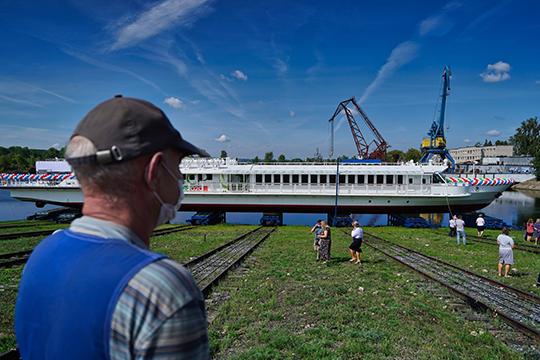 «Чайку» спустили на воду 7 августа. На мероприятии Карпов был жизнерадостен, охотно разговаривал с прессой, шутил, говорил о планах завода на будущее