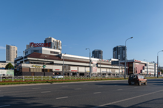 ТЦ«Проспект» открылся в2006 году изаэто время успел разыграть уже 14 автомобилей. Среди них были, как отечественные, так изарубежные авто