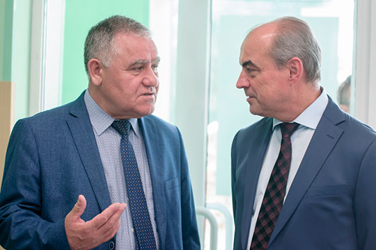 На место заместителя гендиректора ТАИФа по строительству и капремонту, которое покинул Ильгиз Латыпов, уже есть кандидат. Наши собеседники указывают, что фаворитом считается Илдус Сафин (слева)
