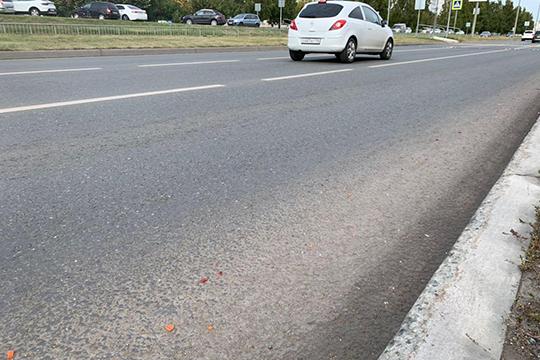 Сообщалось, что напроезжей части возле остановки «ДКЭнергетик» возникла потасовка, врезультате которой получил повреждения один изавтомобилей