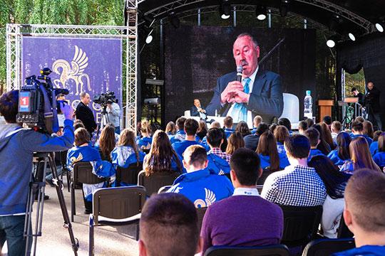 Газзаев добавил, что с группой депутатов внес в Госдуму законопроект о льготном финансировании бизнеса и компаний, которые финансируют профессиональные клубы, и «на самом верху» такую инициативу поддерживают