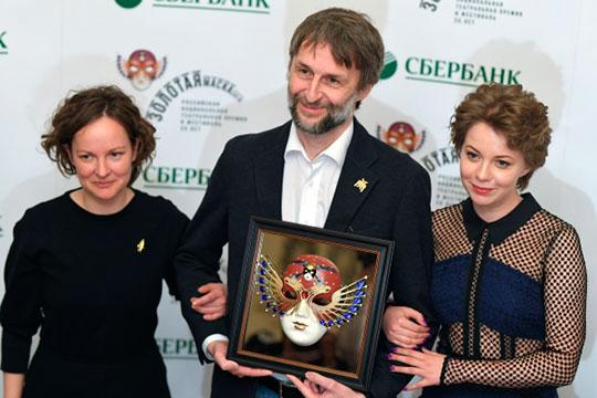 Ксения Шачнева, Александр Маноцков, Инна Яркова (слева направо) на XXV церемонии вручения театральной премии «Золотая Маска» в Большом театре