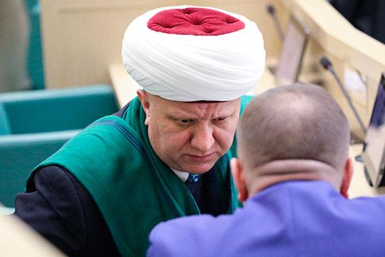 Впервые предложение мечети рядом с главным храмом ВС РФ высказал глава духовного собрания мусульман России Альбир Крганов еще в 2018 году