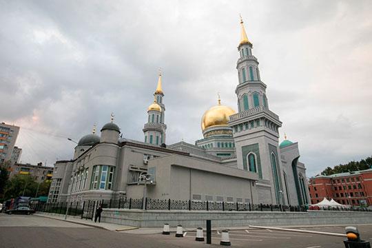 «Если бы Московская Соборная мечеть строилась на народные пожертвования от мигрантов, бабушек и дедушек, то, наверное, она возводилась бы не 10 лет, а сотню»