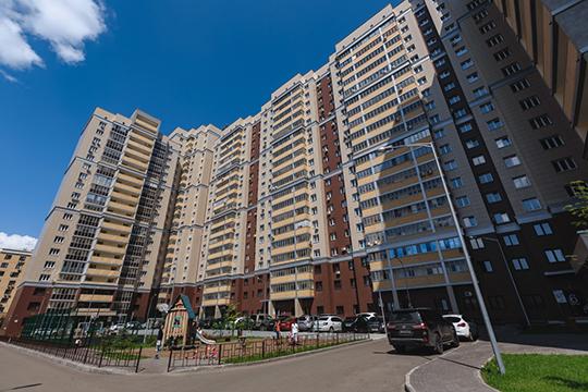 В пределах 100-120 тысяч в месяц вариантов уже чуть больше. Расположены они в основном в центре города, на «квартале» и в ЖК «Казань XXI век» (на фото)