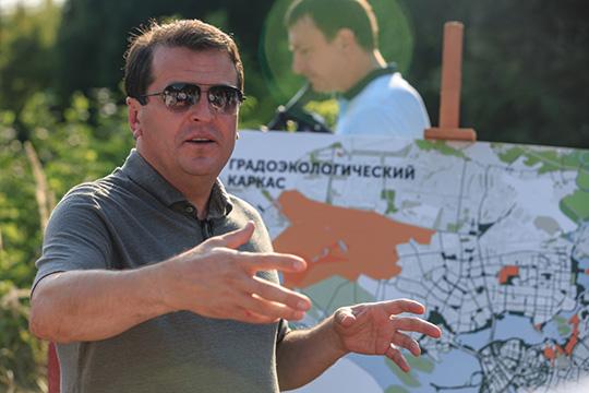 Второй важнейший приоритет — городская экология. В столице республики появятся 6 новых парков, в том числе две уникальные особо охраняемые природные территории по обеим берегам Казанки