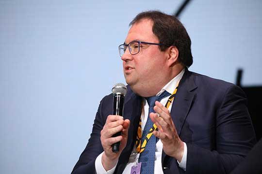 Вбудущем, по мнению Максута Шадаева, правительство будет работать над тем, чтобы все услуги были вонлайне илюди «забыли осуществовании органов власти сточки зрения ихпосещения»