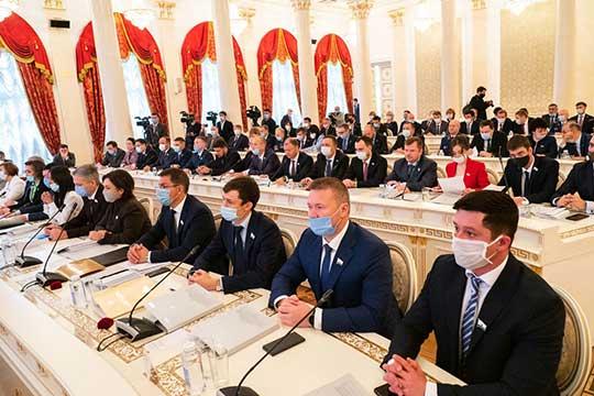 Депутаты увеличили на3% базовую часть денежного вознаграждения муниципальных служащих Казани