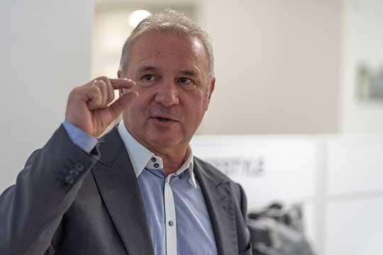 В десятке Вячеслава Зубарева (9) удерживает то, что он недавно избран президентом ассоциации «Российские автомобильные дилеры», «кроме того он легальный миллиардер, который не замечен в грязных делах