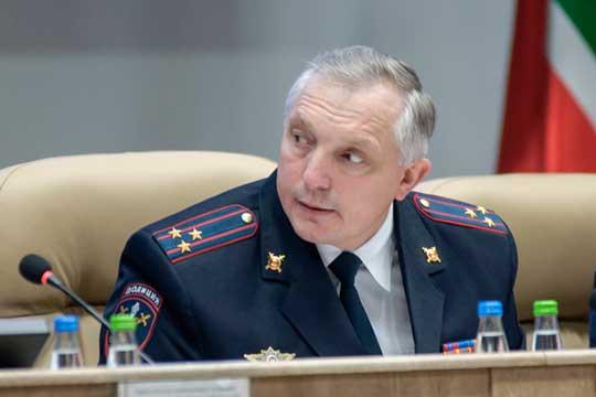Потерял одну строчку врейтинге главный полицейскийЧелновНадир Закиров(21). Связано это впервую очередь сразгулом молодежной преступности вЧелнах