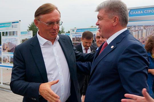 Сергей Когогин (1) вернул себе лидерство в рейтинге, утраченное в прошлом году. До этого момента глава КАМАЗа неизменно был на первой позиции и лишь в прошлом году уступил мэру Челнов Наилю Магдееву (2)