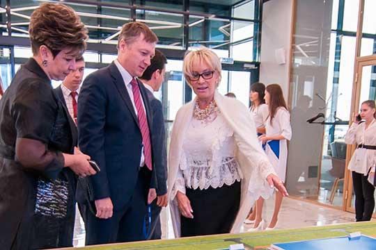 Представитель китайской Haier в России Людмила Романова (4) (справа) расширяет свое присутствие в Челнах. Промышленные итоги Haier за прошлый год значительны