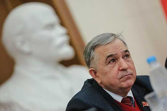Один из экспертов считает, что Хафиз Миргалимов (42) «гораздо более влиятельный, чем первый секретарь горкома в Челнах Татьяна Мухина с ее 15-ю дедушками»