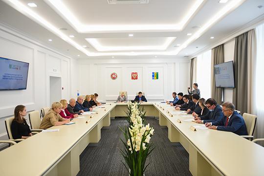 Заседание координационного совета проходило в малом зале, где в этом году на сэкономленные из местного бюджета деньги сделали ремонт