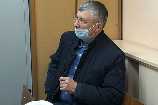 Рафиль Залялиев, потерял суммарно, по его словам, вместе с пятью близкими ему семьями 50 млн рублей в следствии краха банка